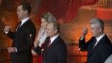 Дмитрий и Светлана Медведевы, Владимир Путин и Сергей Собянин на пасхальном богослужении 12 апреля 2015 года