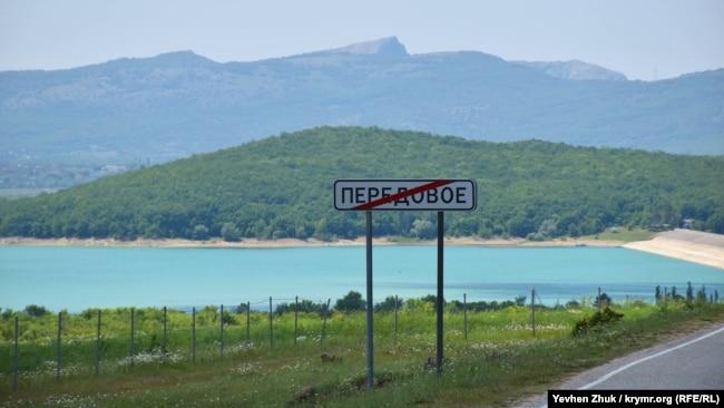 Чернореченское водохранилище стремительно мелеет (фотогалерея)