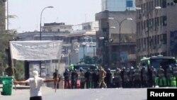 د هومس په ښار کې خلک د ولسمشر بشرالاسد په ضد مظاهره کوي .۴م نومبر ۲۰۱۱م کال