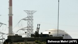 An anti aircraft gun is seen at the reactor building of the Bushehr nuclear power plant, February 26, 2018