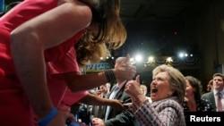 Хиллари Клинтон на встрече с избирателями во Флориде.