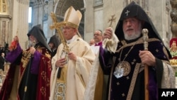 Vatican - Pope Francis (C), Catholicos of All Armenians Garegin II (R) and Catholicos Aram I (L) of the Great House of Cilicia at an Armenian-rite mass marking 100 years since the Armenian genocide in Ottoman Turkey, 12Apr2015.