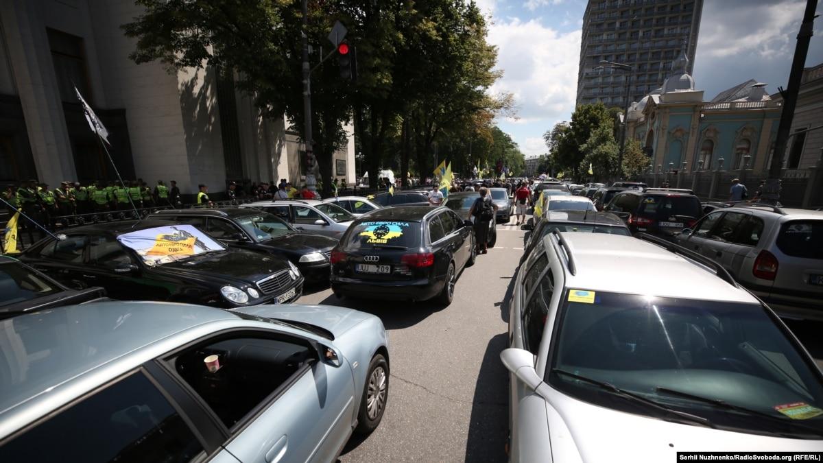 Рада поддержала усиление ответственности граждан за автомобили на еврономерах