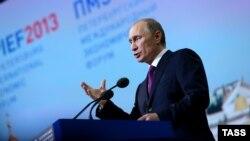 Vlladimir Putin në konferencën për shtyp në Shën Petersburg