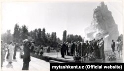 Тошкентдаги Ал-Хоразмий ёдгорлиги очилиши, 1983 й. (mytashkent.uz фотоси)