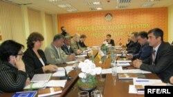 Большое внимание собравшиеся в медиа-центре «Ир» уделили внешней политике Южной Осетии (фото из архива)