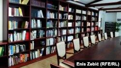 U bogatom fondu ove knjižnice, prve takve u Europi, nalaze se i neka izdanja koje nema ni najbogatija hrvatska knjižica – Nacionalna i sveučilišna knjižnica u Zagrebu