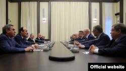 Встреча отставных глав регионов с президентом России (архивное фото)
