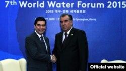 Встреча президентов Таджикистана (справа) и Туркменистана (слева) в Южной Корее, 12 апреля 2015 года.