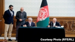 محمد اشرف غنی و عبدالله عبدالله حین امضای توافقنامه سیاسی ۲۰۲۰