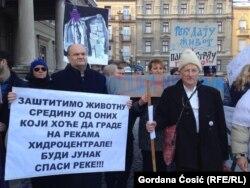 Na talasu protesta, dok se čeka najavljena politička platforma, plasiraju se u javnosti različite ideje i zahtevi (Protest zbog gradnje malih hidroelektrana)