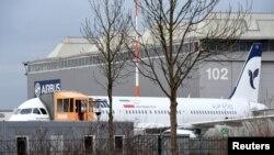 Гамбургтегі авиазауытта тұрған Иранның тапсырысы бойынша құрастырылған Airbus A321 ұшағы. Германия, 19 желтоқсан 2016 жыл.