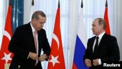 Президент Росії Володимир Путін та президент Туреччини Реджеп Тайїп Ердоган під час зустрічі у Санкт-Петербурзі. 9 серпня 2016 року