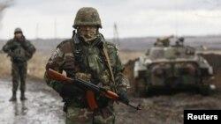 Украинские солдаты в районе Дебальцево на востоке страны, 24 декабря 2014 года.