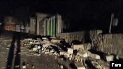 عکس مربوط به زلزله در سیسخت