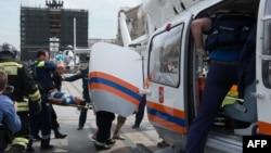 Ռուսաստան - Փրկարարները և շտապ բուժօգնության աշխատակիցները աշխատում են մետրոյի վթարի վայրում, 14-ը հուլիսի, 2014թ․
