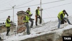 Петербург. Очистка крыш от снега и льда