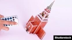 На иллюстрации — пульт управления, направленный на трехмерную модель проездной башни Московского Кремля.