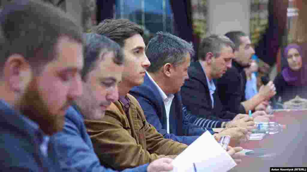 Заседание общественной инициативы «Крымская солидарность» продолжилось, несмотря на присутствие силовиков