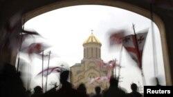 До сих пор частичную компенсацию от государства получала только православная церковь страны. По оценке Transparency International в период с 2002-го по 2013-й годы Грузинская православная церковь получила от государства 200 млн лари