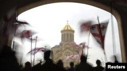 Противники законодательной инициативы убеждены, что она направлена на защиту интересов лишь представителей православного большинства