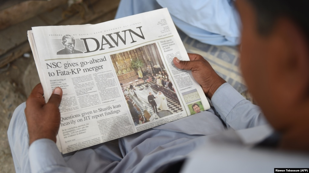 A Pakistan man reads a copy of the English-language Dawn newspaper in Karachi. Reporters Without Borders has condemned the disruption in distribution of Pakistan's oldest newspaper after it published a controversial interview with ousted Prime Minister Nawaz Sharif.
