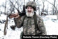 Донбас, південна лінія фронту. На передовій, менше, ніж 2 км від розташування проросійських сепаратистів