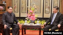 Չինաստանի նախագահ Սի Ծինփինի և Հյուսիսային Կորեայի առաջնորդ Կիմ Յոնգ Ունի հանդիպումը Պեկինում, 27-ը մարտի, 2018թ․