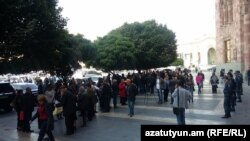 Armenia - People rally near the government building demanding revisions of criminal cases, Yerevan. 22Oct, 2015