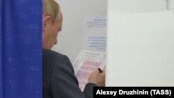 Владимир Путин досрочно голосует на выборах в Мосгордуму