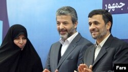 کامران دانشجو (وسط) همراه با محمود احمدینژاد و مرضیه وحید دستجردی