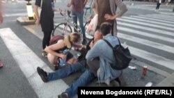Povređeni demonstrant u Beogradu, 8. jul