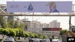 Crtež italijanskog karikaturiste na ulicama Teherana u okviru međunarodnog takmičenja karikaturista u Iranu