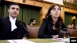 وزیر دادگستری گرجستان همراه پیام اخوان در لاهه
