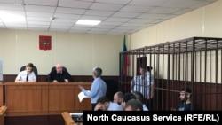 Фото в момент избрание меры пресечения журналисту Абдулмумину Гаджиеву. Махачкала, 16 июня 2019