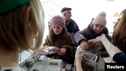 В магазине в поселке Григорополисская Ставропольской области. 17 февраля 2015 года.