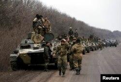 Українські військовослужбовці після відступу з Дебальцева біля Артемівська. 26 лютого 2015 року