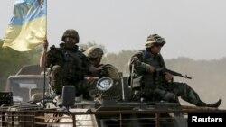 Донецк облысы Артемовск елді мекені маңындағы украиналық әскерилер. 4 маусым 2015 жыл.