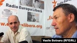 Valeriu Vasilică și Nicolae Negru în studioul Europei Libere