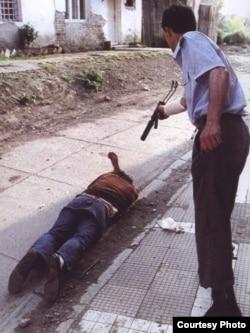 Goran Jelisić ubija civila u Brčkom