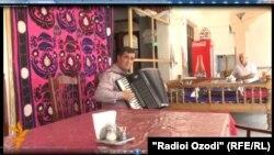 یکی از علاقمندان احمد ظاهر در دوشنبه تاجکستان