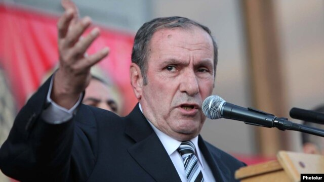 Armenia - Armenian National Congress leader Levon Ter-Petrosian speaks at an opposition rally in Yerevan.