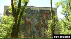 Мозаика на школе в Русановке