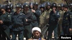 Полиция охраняет посольство Саудовской Аравии в Тегеране