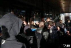 Митинг жителей Бирюлева с требованием найти убийцу Егора Щербакова, переросший в погромы. 13 октября 2013 года