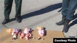 تصویری که پرستیوی در ارتباط با «خنثیسازی» چهار عروسک در کاشمر منتشر کردهاست.