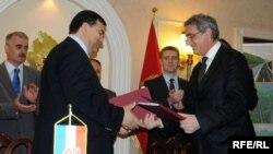 Ugovor Konstruktora i Vlade Crne Gore potpisali su u lipnju 2009. direktor Konstruktora Željko Žderić i crnogorski ministar Andrija Lompar