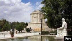 مقبره حکیم ابوالقاسم فردوسی در توس در نزدیکی مشهد