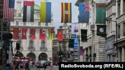 Український прапор прикрашає вулицю Лондона під час минулої Олімпіади