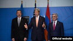 В рамках этого саммита при американском посредничестве, а именно при посредничестве госсекретаря Керри, прошла встреча между Алиевым и Саргсяном